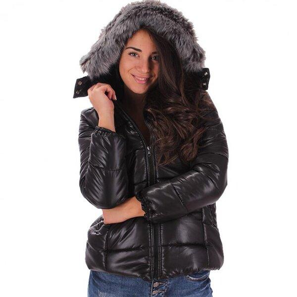 Дамско черно ватирано яке с качулка с пух