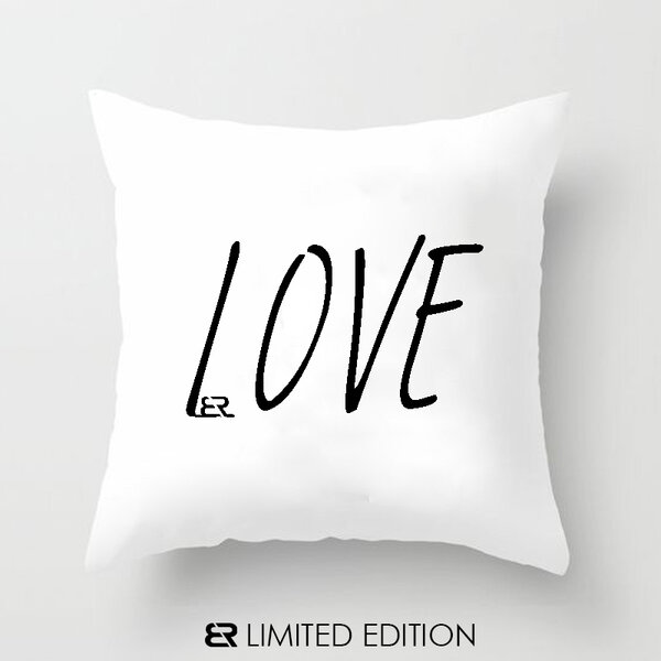 "Калъфка или възглавница Blazer Home с щампа ""Love"""