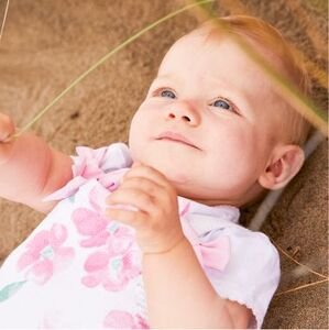 Бебе момиче (0 - 12 месеца) Изображение