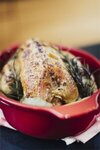 """EMILE HENRY Керамична форма за печене на пиле """"CHICKEN ROASTER""""  - 2,5 л / 35,5 х 24см - цвят червен"""