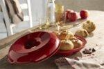 """EMILE HENRY Керамична кръгла форма за печене на питки """"CROWN BAKER"""" - Ø 30,5 см - цвят червен"""