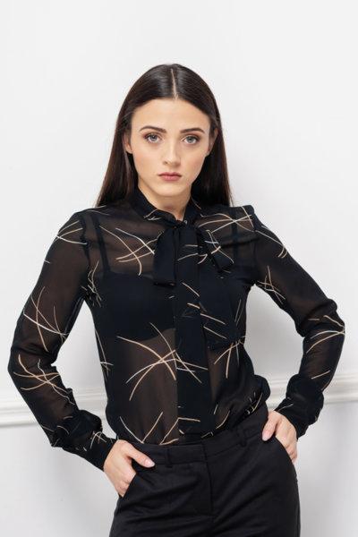 Черна блуза на щрихи