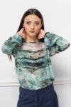 Шарена блуза с обло деколте