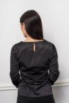 Черна блуза с къдри
