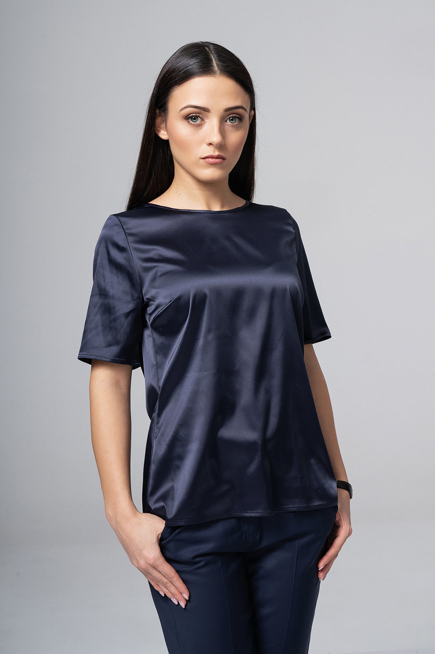 Сатенирана блуза в тъмносиньо