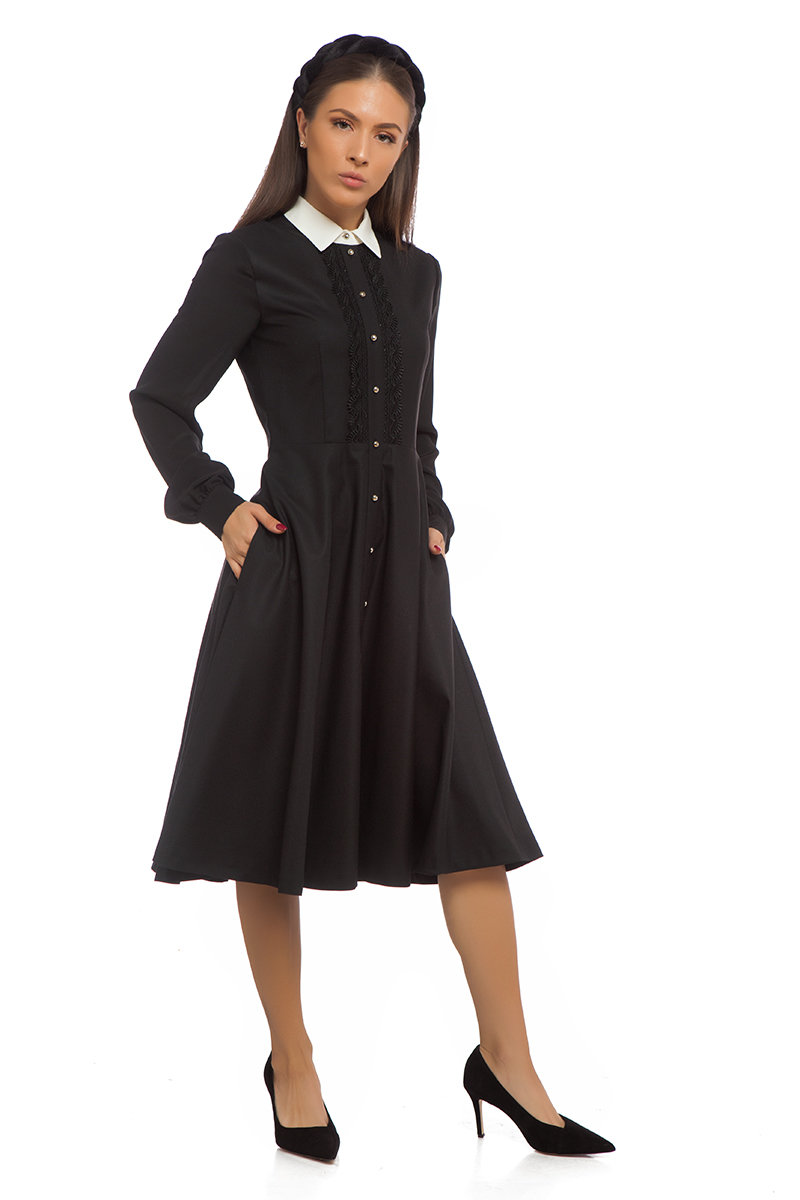 Черна разкроена рокля с копринен ръкав
