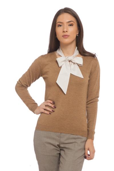 Пуловер с V деколте с коприненa панделка