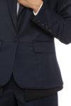 Вталено тъмносиньо сако с детайли