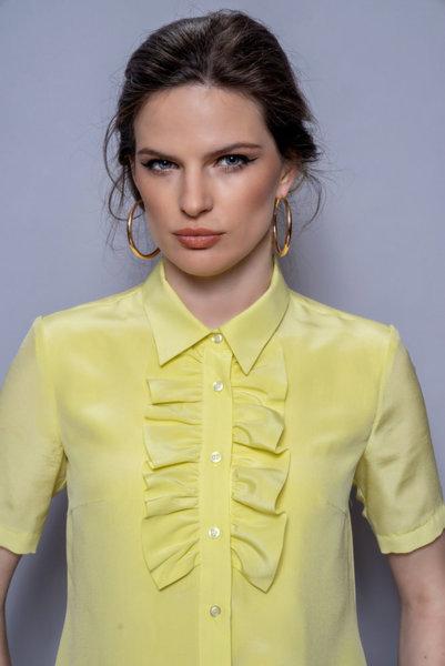 Жълта копринена риза с къдрица
