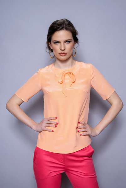 Копринена блуза с панделка