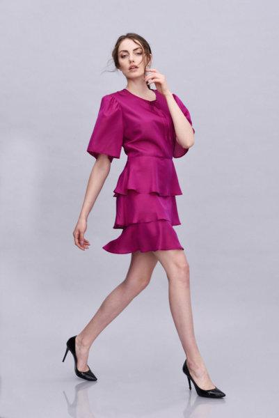 Копринена рокля на волани