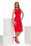 Червена рокля с отворено V деколте