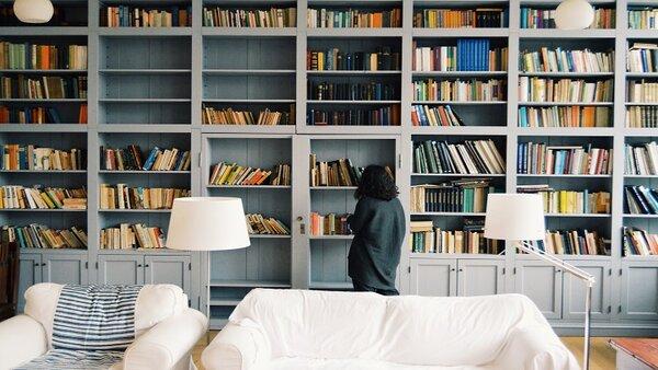 Книгите превръщат дома в храм. Пет идеи от световни дизайнери