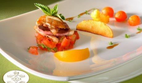 Magret de canard aux patates et à la sauce tomate