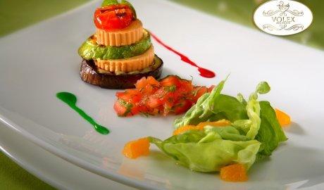 Foie gras de canard aux épinards et à la sauce tomate