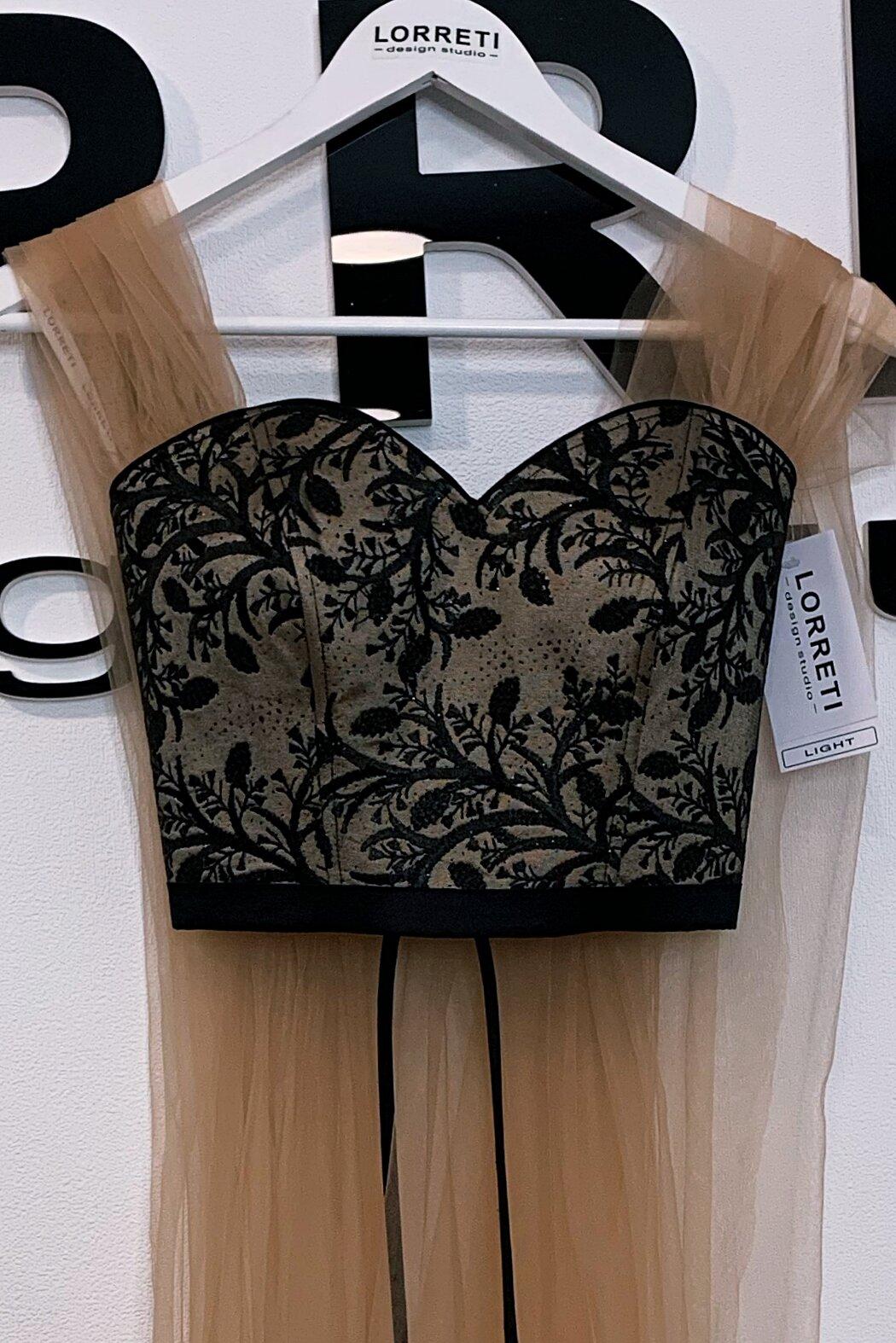 Официална дълга рокля цвят нюд с черен сатенена lorreti