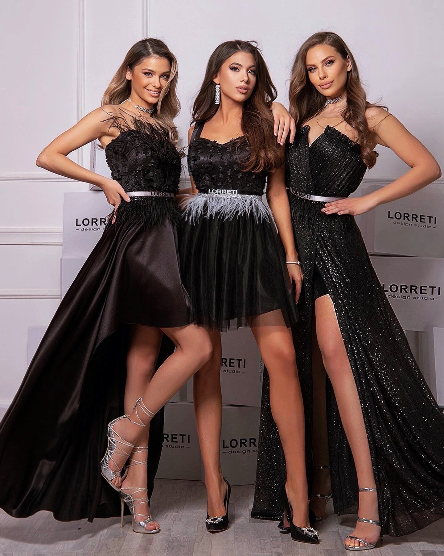 Официална дълга рокля цвят черен блестяща сатен пера lorreti ивомила лора лилова