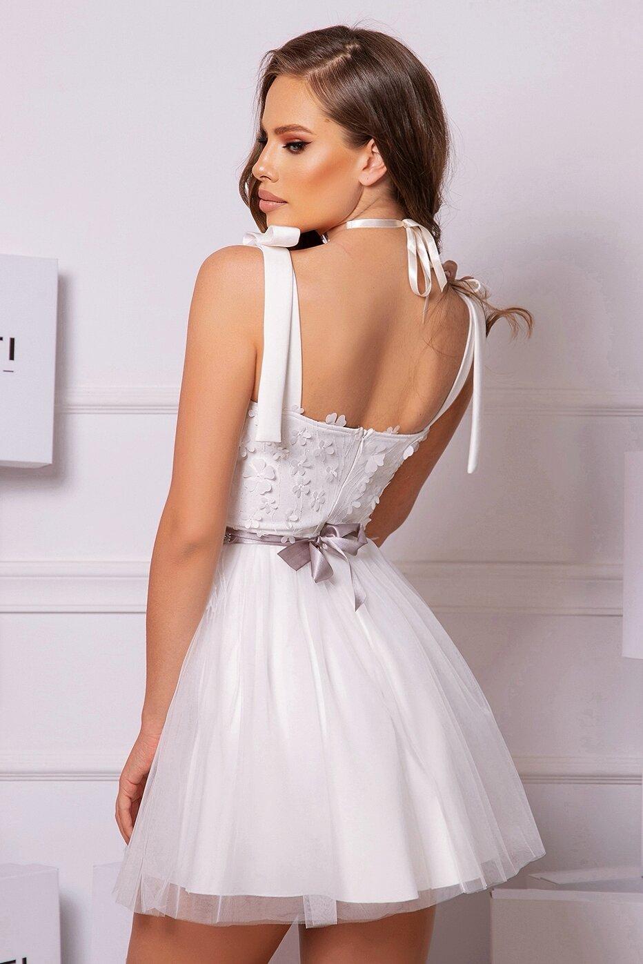 Коктейлна къса рокля цвят бял дантелена тюлена lorreti