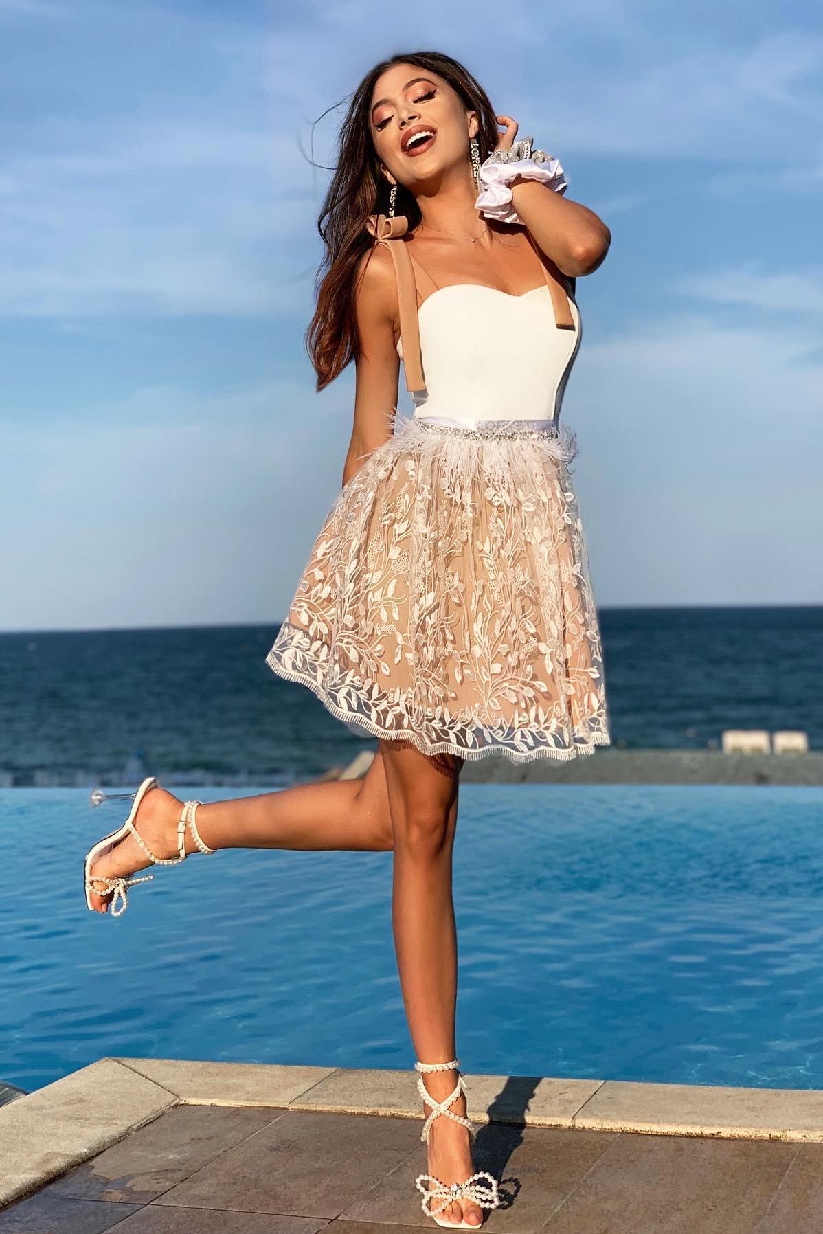 """Коктейлна къса рокля """"Marissa'' цвят бял с нюд"""