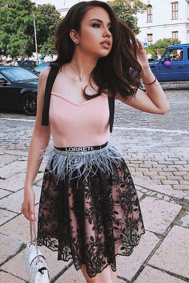 """Коктейлна къса рокля """"Marissa'' цвят пудра с черен"""