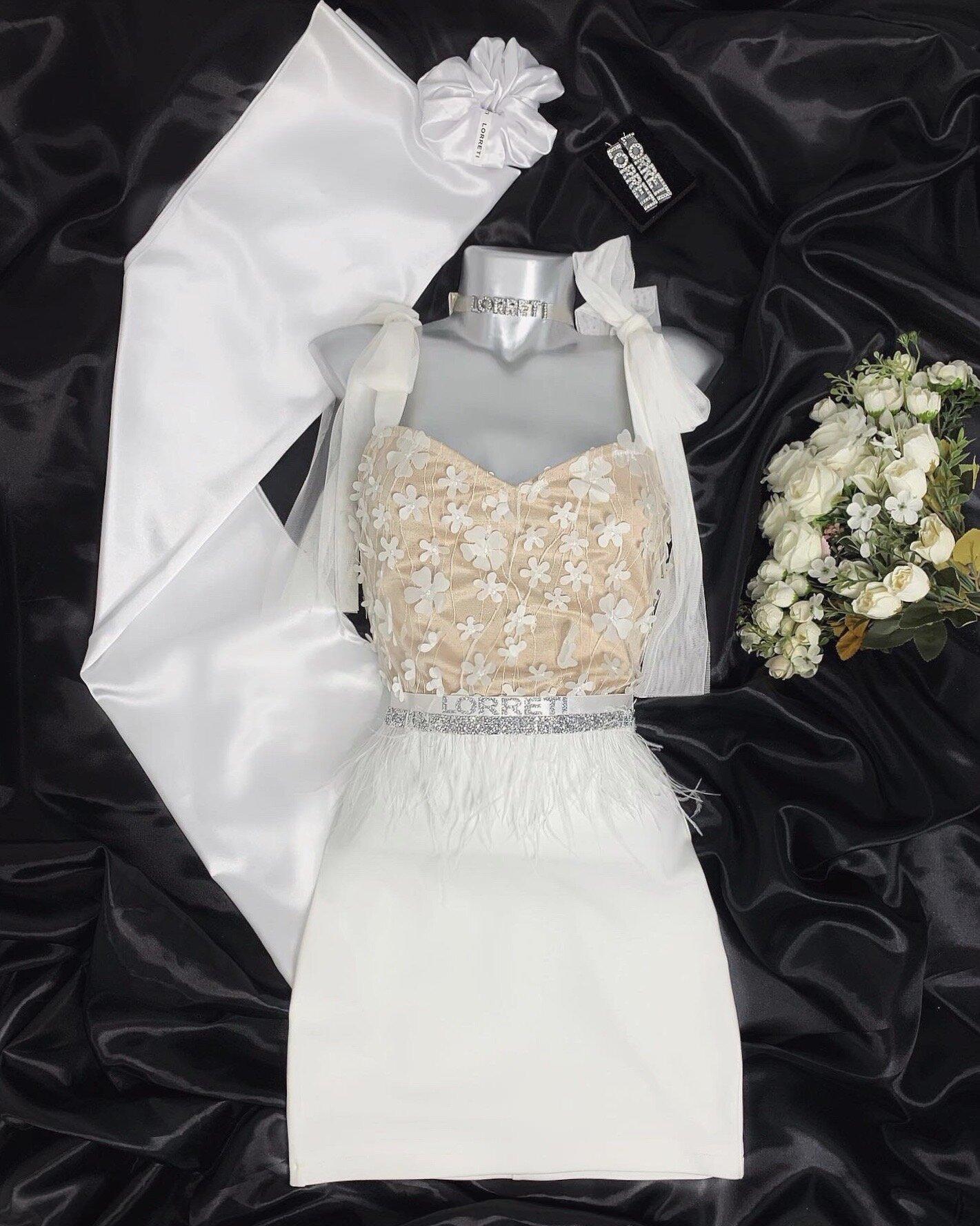 Официална дълга рокля цвят бял с нюд дантелена lorreti
