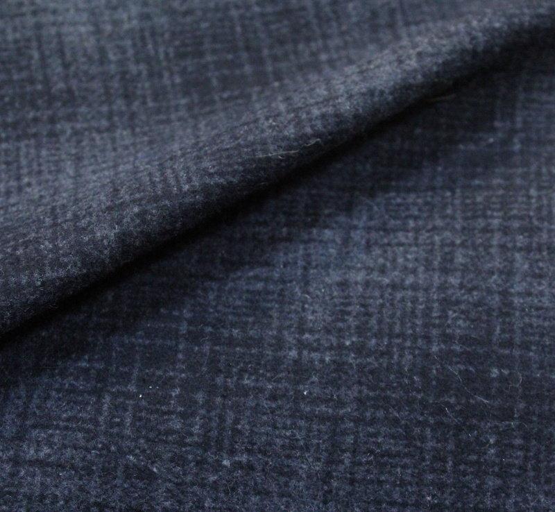 Плат кашмир - Черно сиво каре