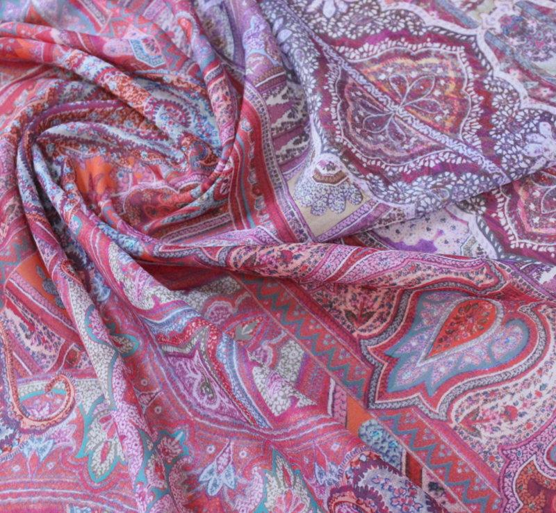 Естествена коприна - розова кашмирена шарка