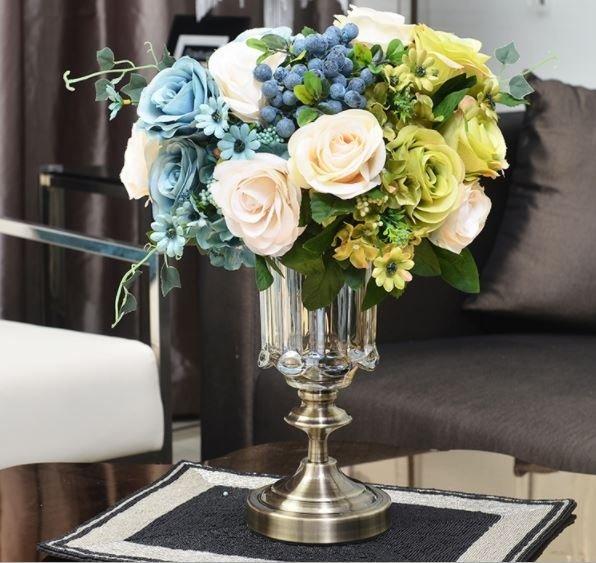 Стъклена ваза на столче