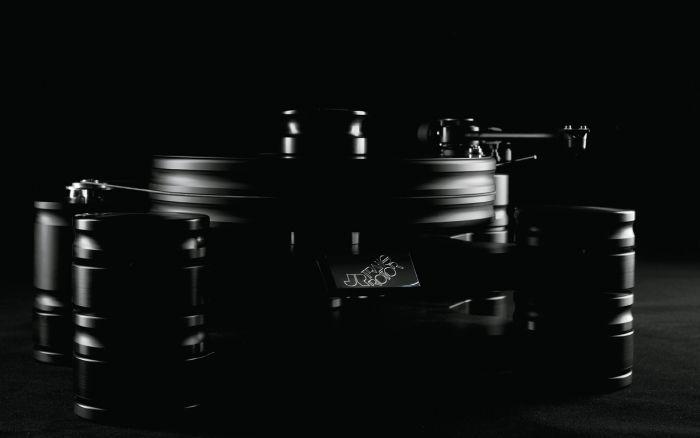 Грамофон Transrotor Dark Star Reference - шаси и платер от POM, оборудван с рамо 800-S и доза TR Uccello