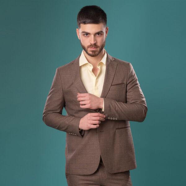 Кои мъжки ризи са подходящи за кафяви костюми?