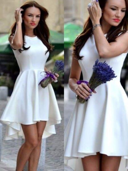 Aсиметрична рокля в бяло