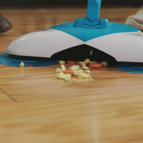 Четка с механизъм за почистване на под