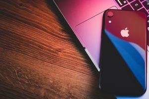 Телефони iPhone 3 - logo