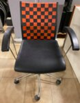 Μεταχειρισμένη καρέκλα μαύρη πορτοκαλί
