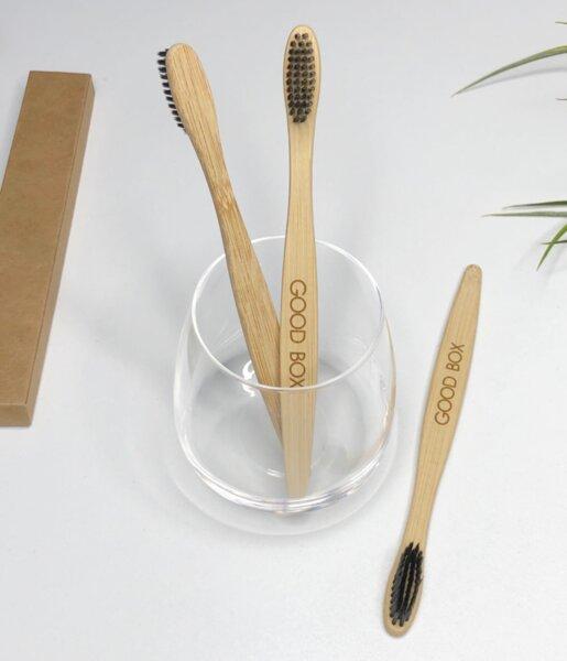 Бамбукова четка за зъби с активен въглен