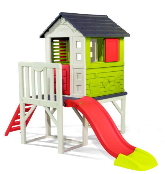 Къща с веранда и пързалка