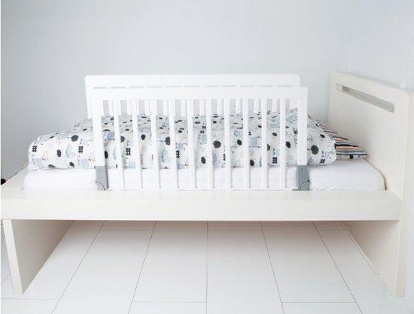Дървена преграда за легло
