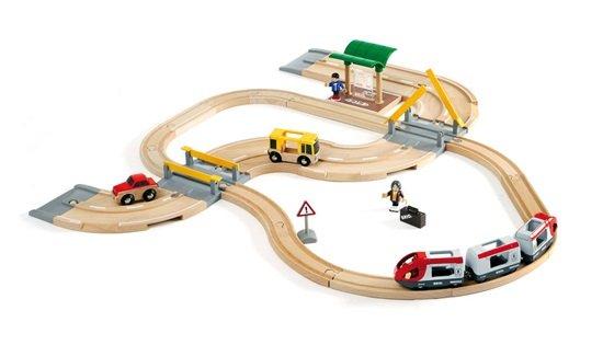 Влакче, релси и автомобилен път