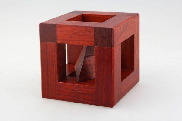 Пъзел Пирамида в кутия