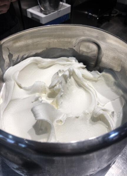 Сладолед от биволско мляко и биволска сметана