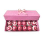 Кутия декорирани бонбони Обичаме те мамо