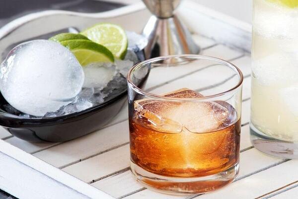Коктейлни истории: 5 Факта за леда в напитките ни