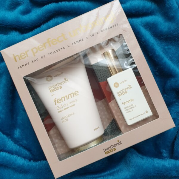 Femme комплект Panthenol Extra - душ гел 3 в 1 и парфюм