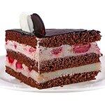 Ягодов - комбинация от шоколадови блатове; сметана; млечен крем и свежи ягоди.