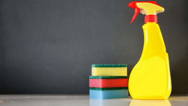 Как да почистим ролон бутилките за повторна употреба?
