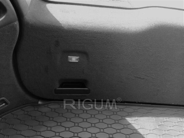 Гумена стелка за багажника на Volvo XC60 от 2008 до 2017 година
