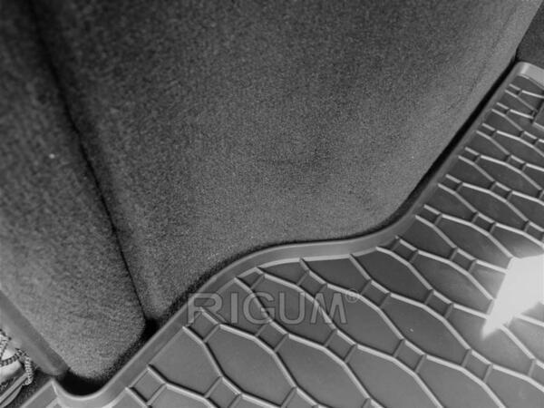 Гумена стелка за багажника на Mercedes C-класа комби (S204) от 2007 до 2014 година