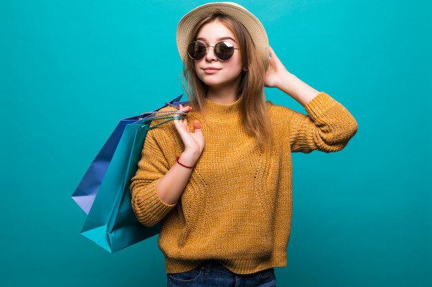 Как да спазим актуалните модни тенденции, пазарувайки дрехи втора употреба?