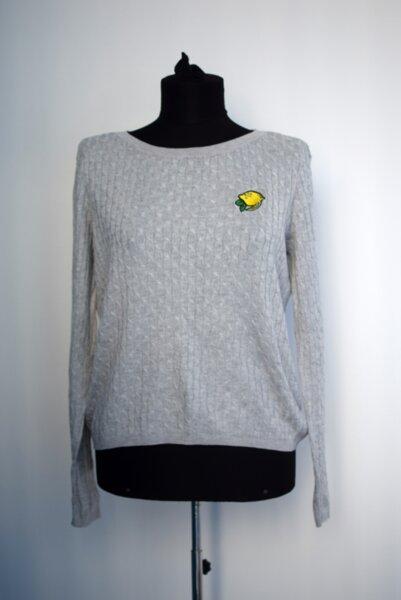 Дамски пуловер с интересна еблема