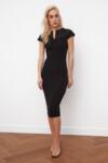 Черна рокля с детайлна дантела